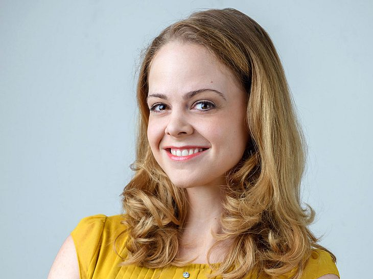 Jennifer Siemann spielt bei Sturm der Liebe das Zimmermädchen Lucy.