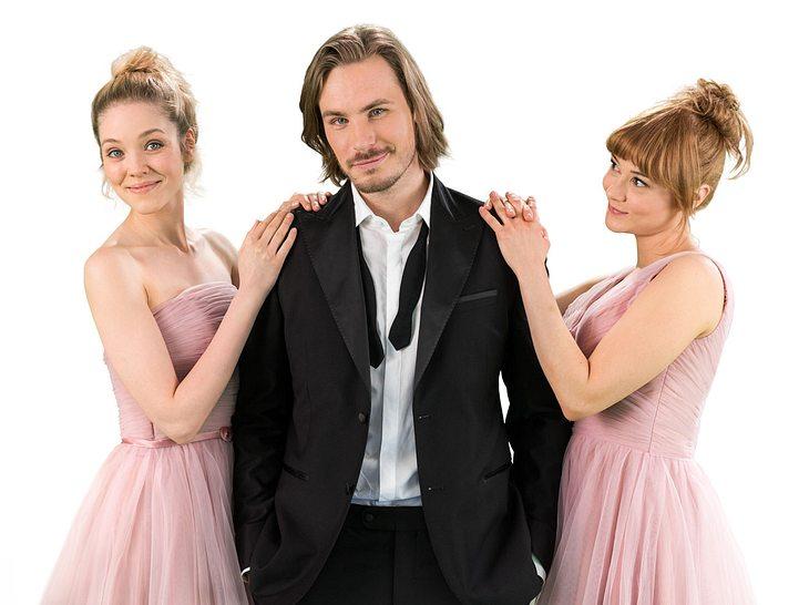 In Staffel 13 von Sturm der Liebe gab es zunächst ein Liebesdreieck zwischen Ella, William und Rebecca,