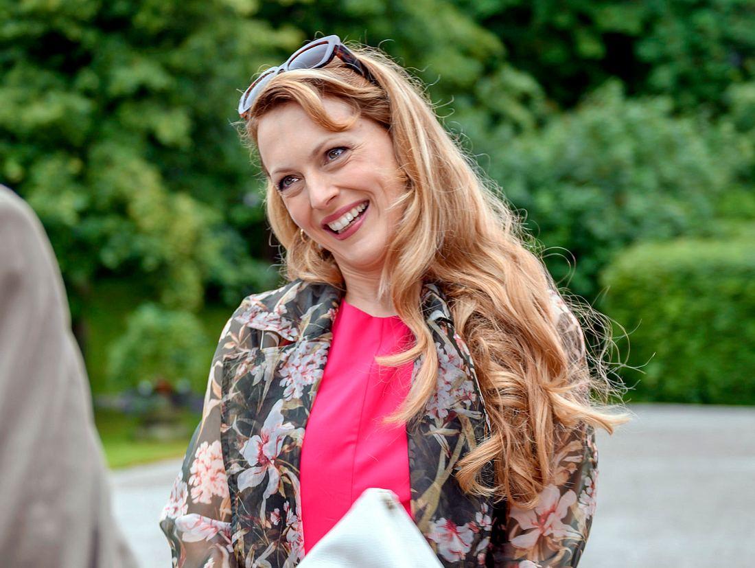 Was führt Rosalie Engel zurück an den Fürstenhof von 'Sturm der Liebe'?