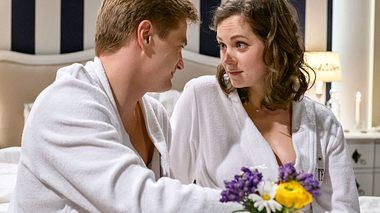 Tina und Ragnar haben bei Sturm der Liebe zueinander gefunden. - Foto: ARD/Christof Arnold