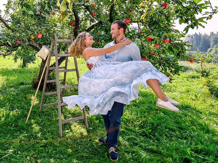 """Zu Beginn der 16. Staffel von """"Sturm der Liebe"""" bekommt die Serie wieder einen neuen Vorspann - mit Franzi und Tim im Fokus."""