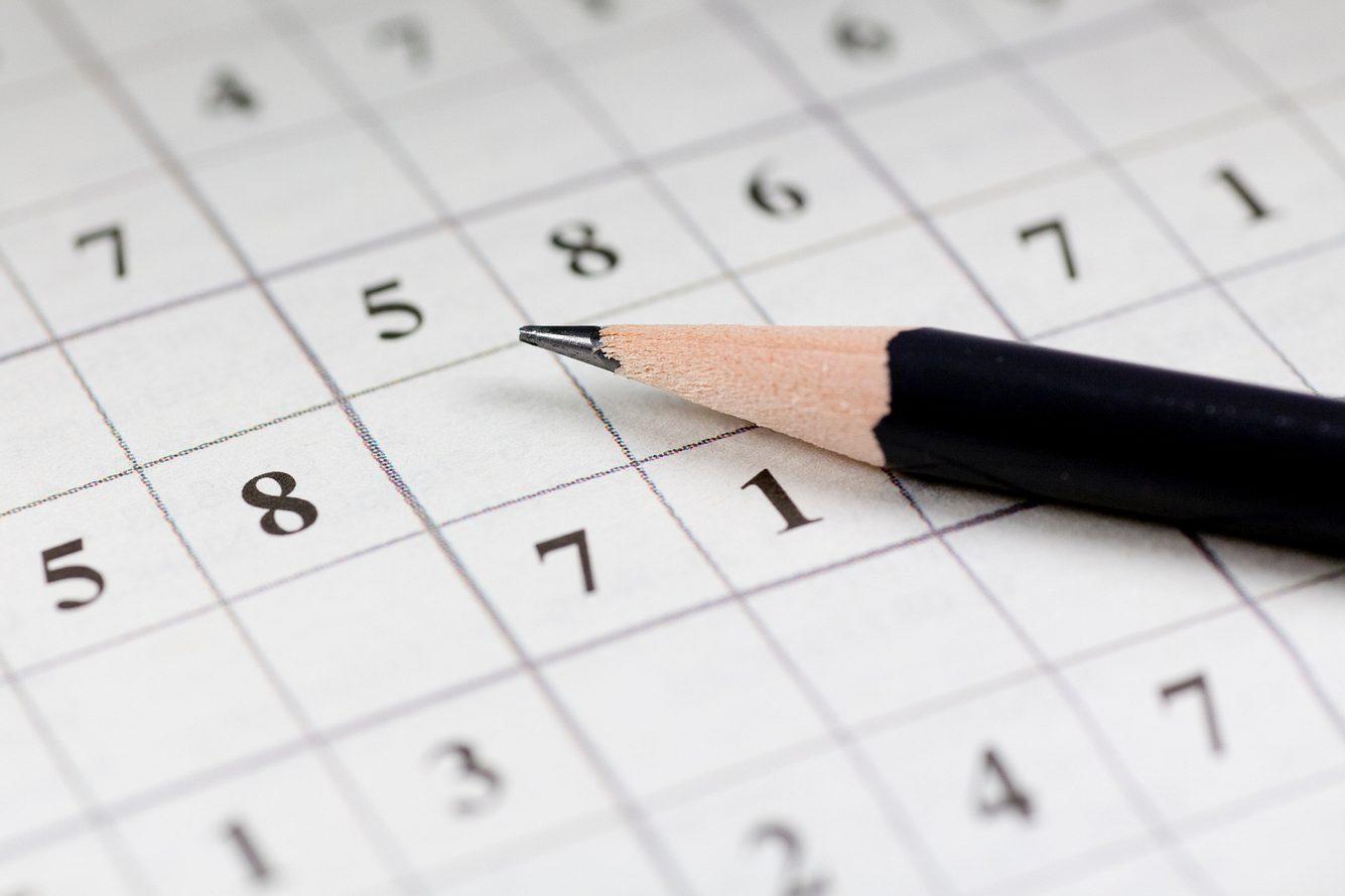 Sudoku-Rätsel und Bleistift