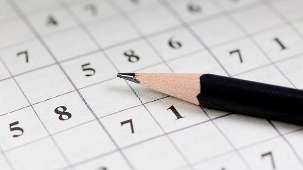 Sudoku-Rätsel und Bleistift - Foto: iStock/ra-photos
