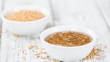 Süßer Senf schmeckt nicht nur zu Weißwurst.  - Foto: HandmadePictures / iStock