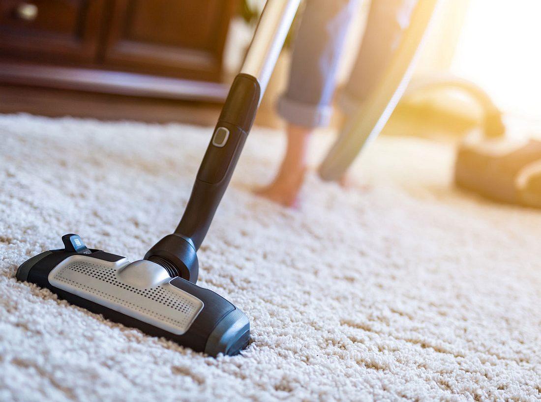 Ob Hochflor-, Velours- oder Bouclé-Teppich, bei der Reinigung sind ein paar wenige Schritte zu beachten.