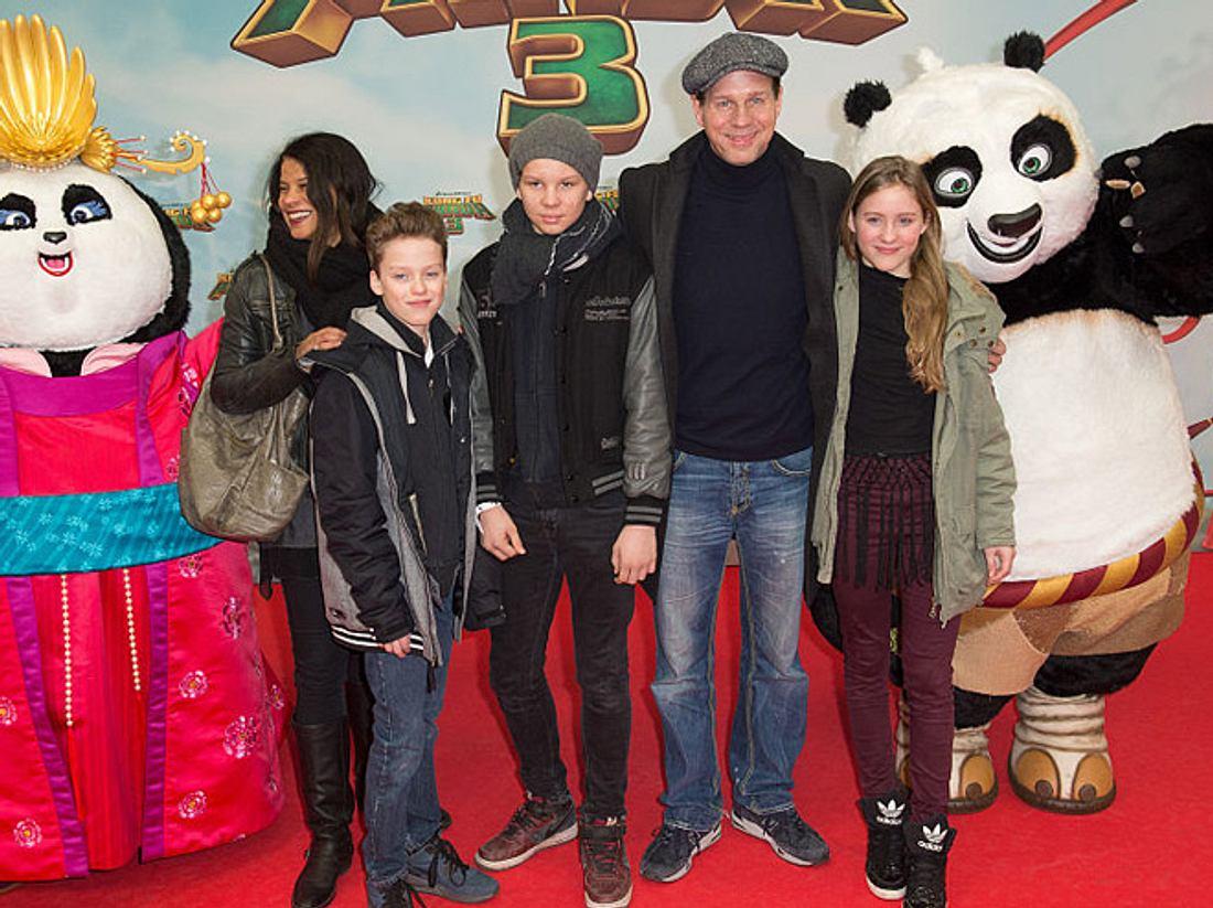 Thomas Heinze mit Freundin Jackie und seinen drei Kindern.
