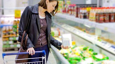 Darauf sollten Sie beim Kauf von Tiefkühlkost achten. - Foto: 97 / iStock