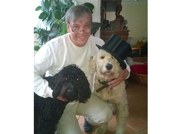 Tierbestatter Jürgen Schnell mit seinen Hunden Pippilotta und Herr Schröder.