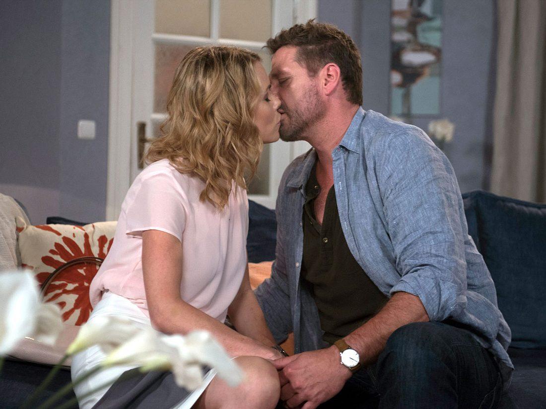 Tilmann und Eva küssen sich