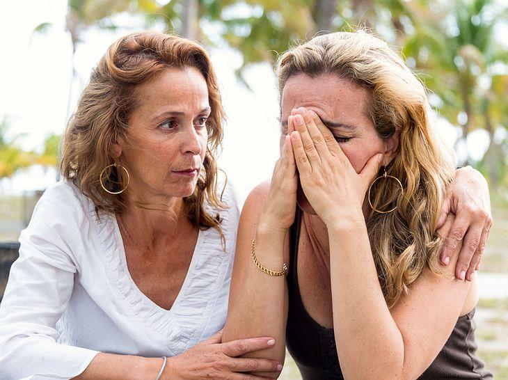 Wie Sie die Trauerbewältigung einer Freundin/eines Freundes oder einer/eines Angehörigen unterstützen können.