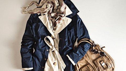 Trenchcoat 2021: Outfit als Flatlay - Foto: iStock/bonetta