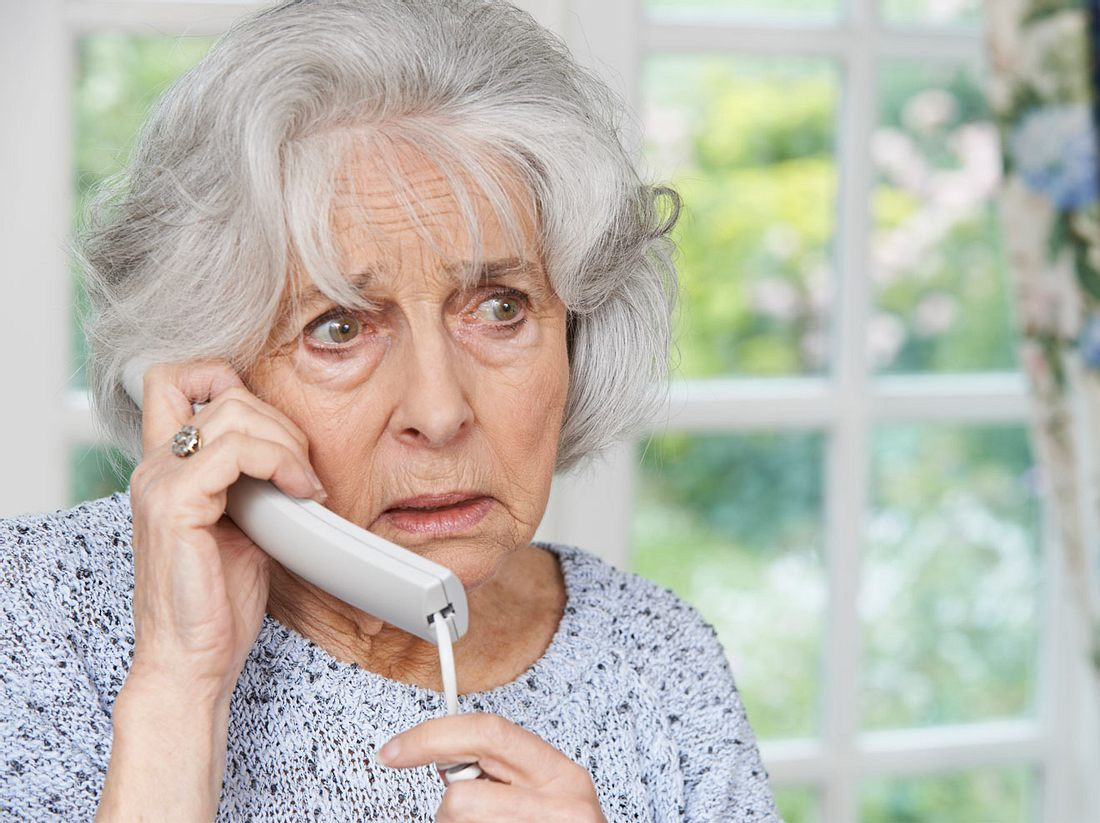 Alte Frau Telefon