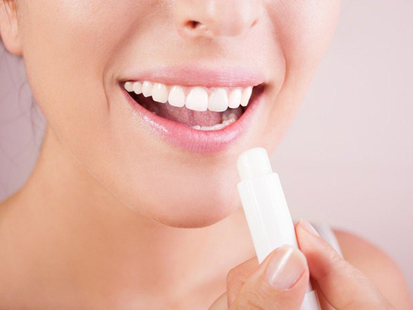 Das sind die besten Tipps gegen trockene Lippen.