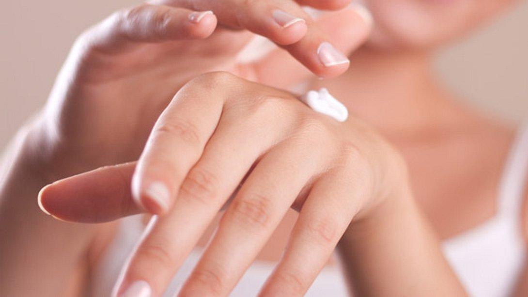 Trockene Hände: Die passende Pflege für rissige Haut