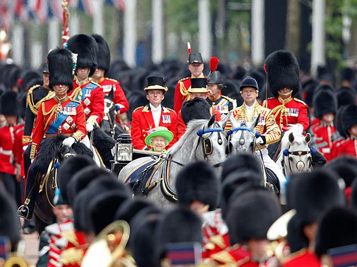 Trooping the Colour 2017: Queen Elizabeth's Geburtstagsparade erklärt