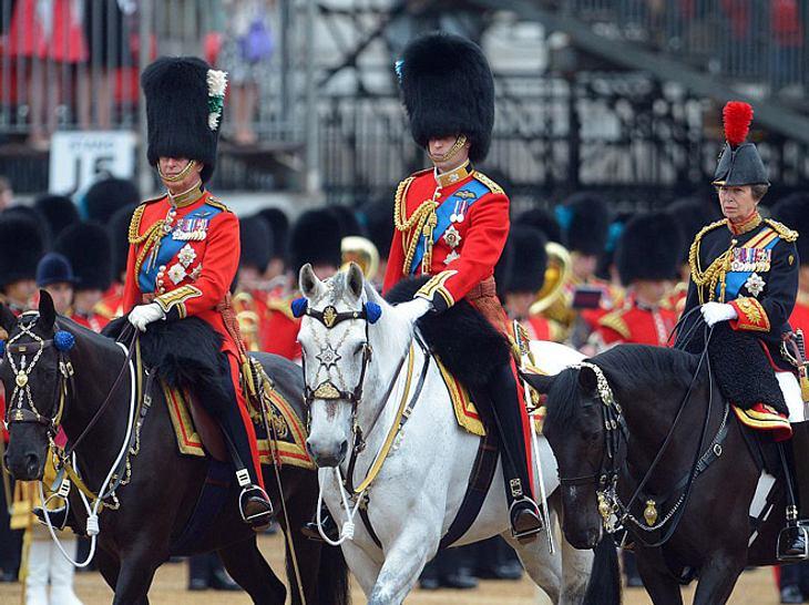 Trooping the Colour: Auch Charles, William und Anne sind dabei.