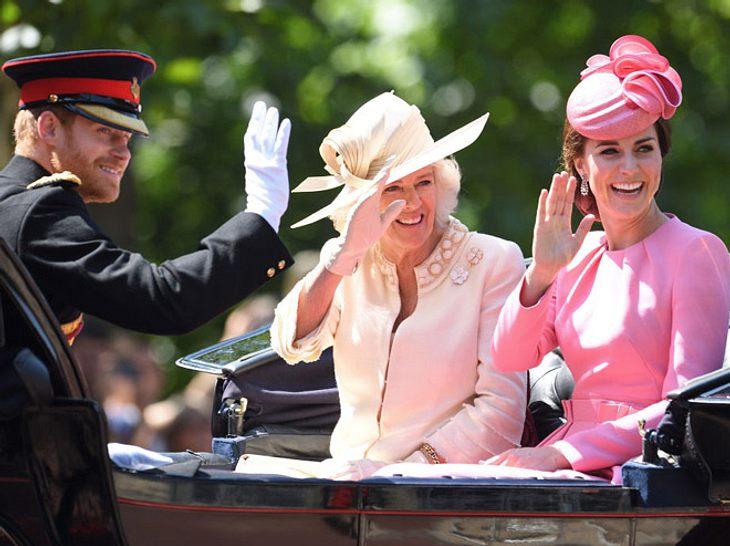 Harry, Camilla und Kate Middleton in der ersten Kutsche.