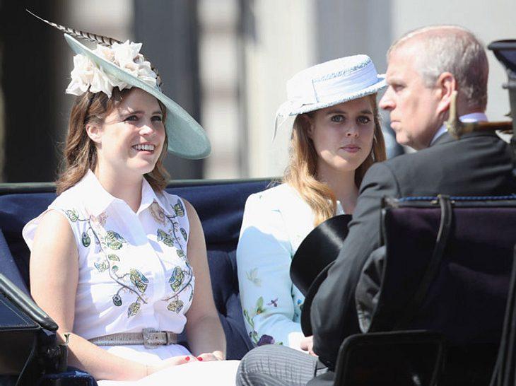 In der zweiten Kutsche saßen Eugenie, Beatrice und Prinz Andrew.