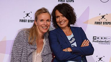 Ulrike Folkerts mit ihrer Freundin Katharina Schnitzler. - Foto: Luca Teuchmann/Getty Images