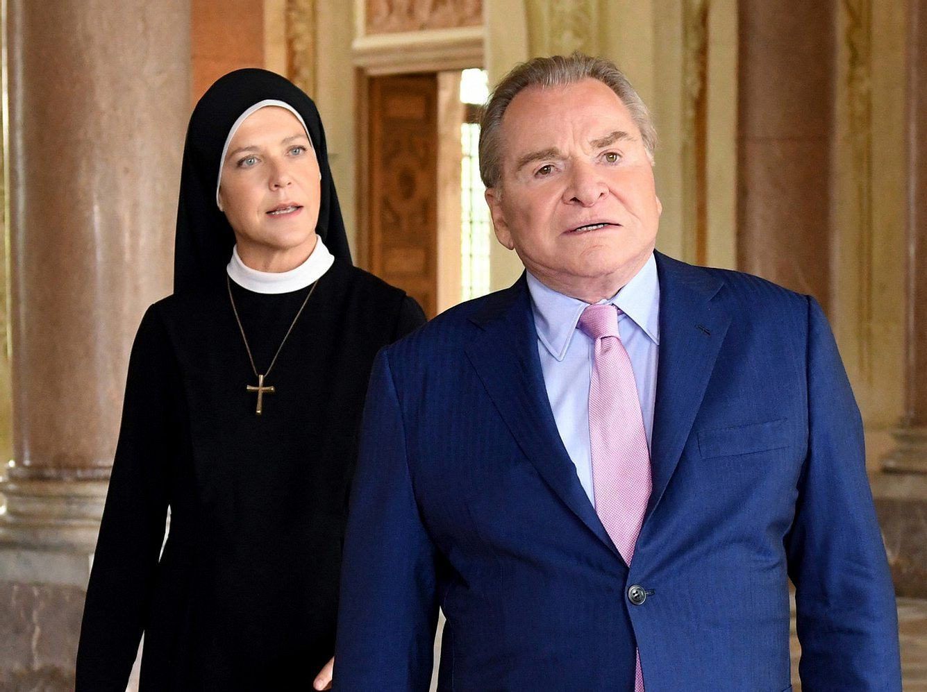 Janina Hartwig als Schwester Hanna und Fritz Wepper als Bürgermeister Wöller in 'Um Himmels Willen'.