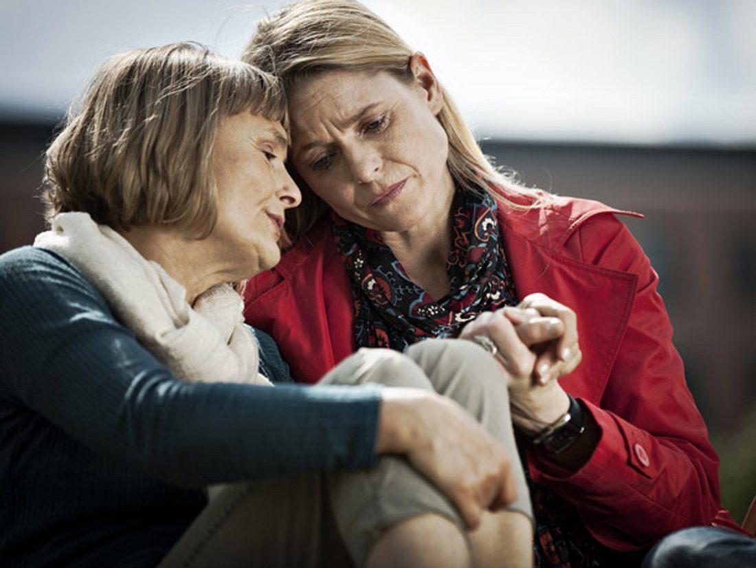 Erkranken Verwandte an Depression, sollten sich Angehörige an professionelle Ratschläge im Umgang mit Depressiven halten.