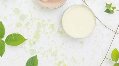 Vegane Gesichtscreme für reife Haut - Foto: triocean/iStock