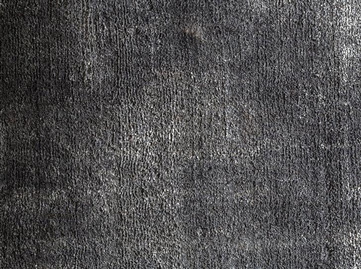 Bei Teppichen unterscheidet man zwischen verschiedenen Arten. Es gibt unter anderem Velours-, Bouclé- und Hochflor-Teppiche.