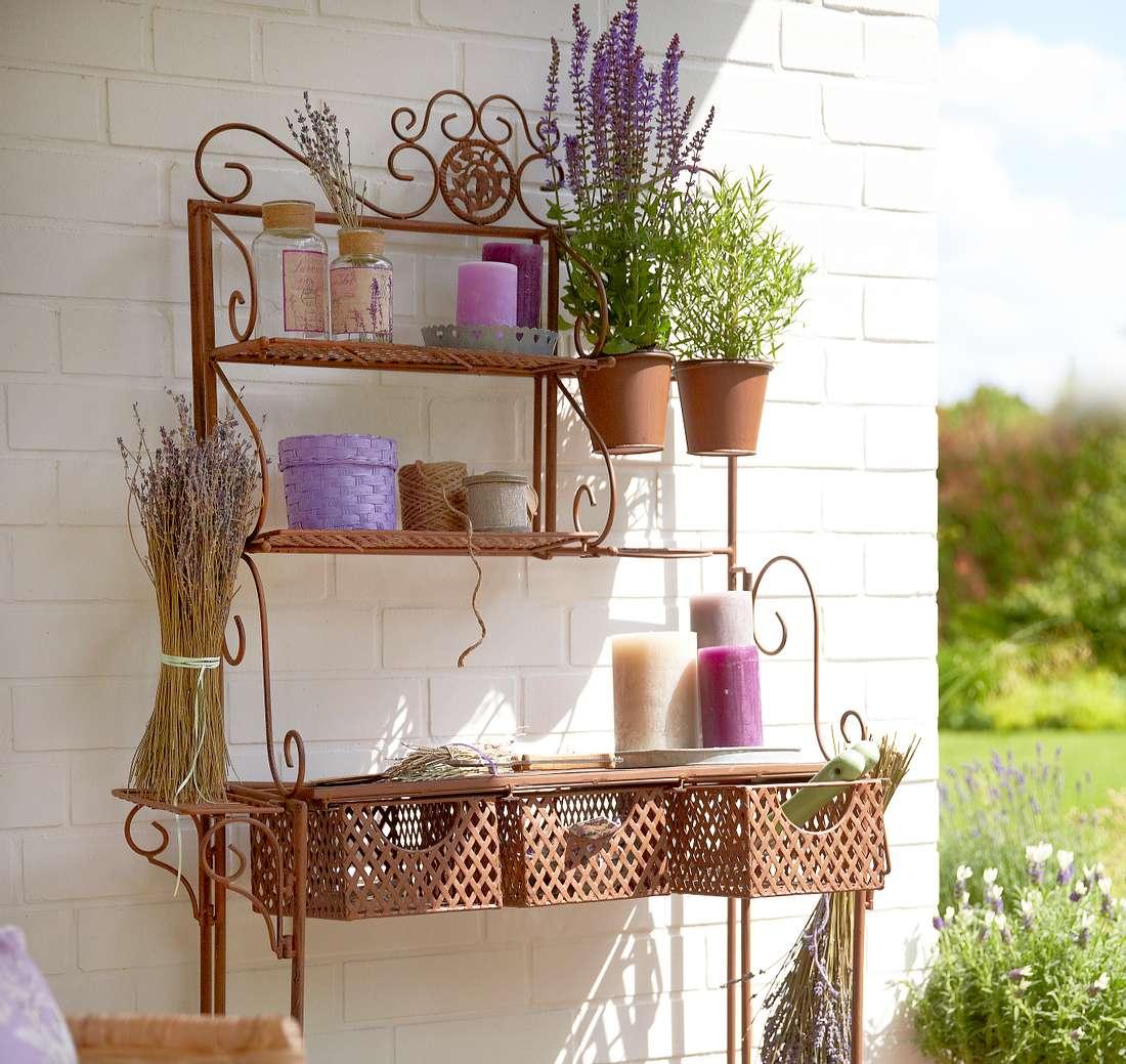 Vintage-Regal für den Garten.