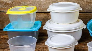 Viele Lebensmittel hinterlassen farbige Rückstände in Vorratsdosen.