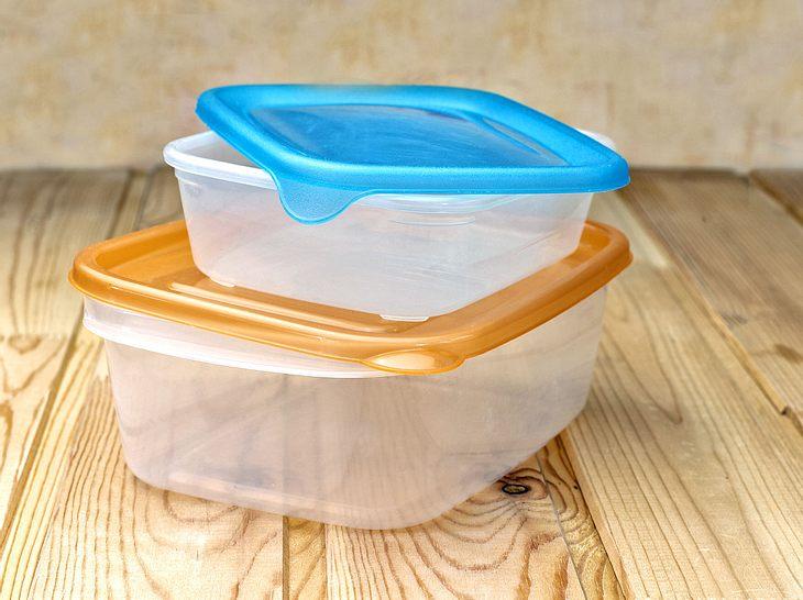 Was sollte ich beim Verwenden von Vorratsdosen aus Kunststoff beachten?