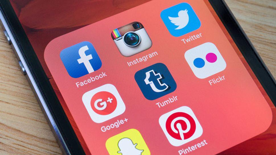 Welche Vor- und Nachteile haben Social Media? - Foto: iStock / Wachiwit