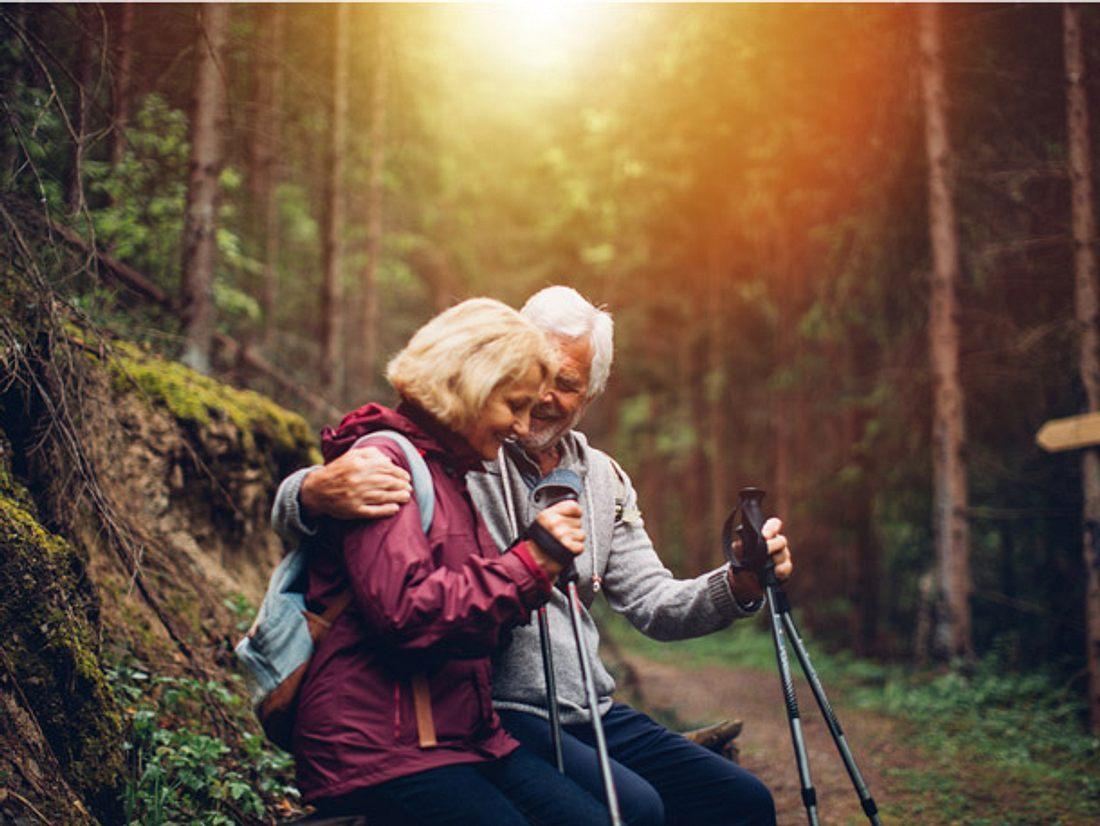 Paar bei einer Wanderung