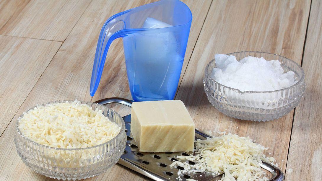 Das brauchen Sie, um Waschmittel selber zu machen - Foto: svehlik / iStock