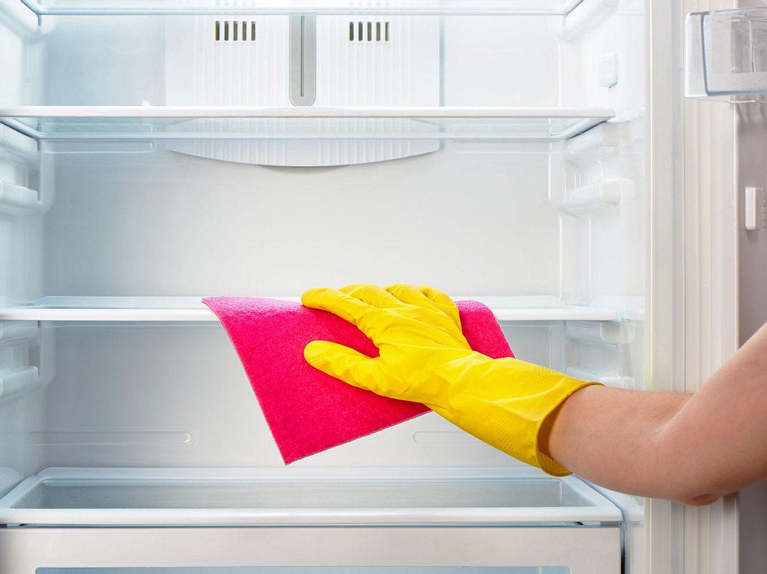 Wie kommt es, dass sich Wasser im Kühlschrank ansammelt?