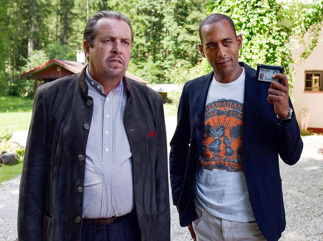 Andreas Giebel als Hauptkommissar Benedikt Beissl und Peter Marton als Jerry Paulsen in Watzmann ermittelt.
