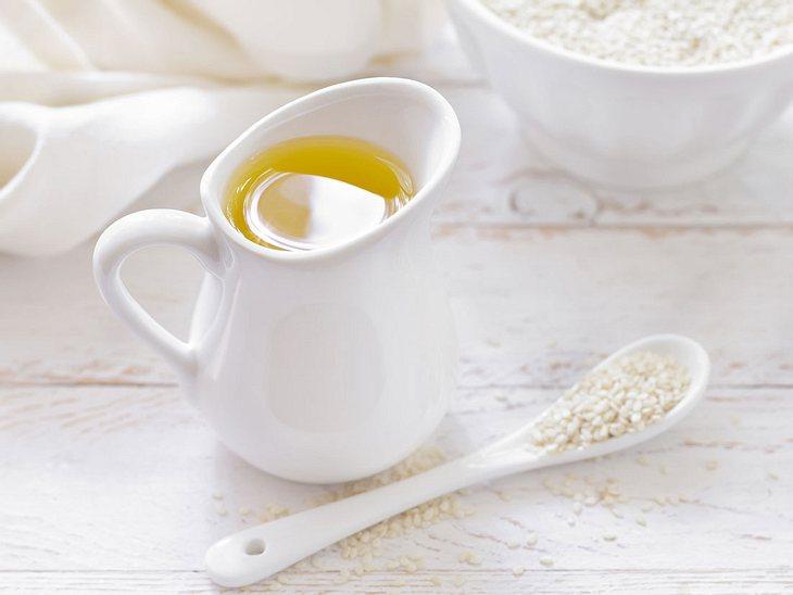 Wehwehchen: Mit Sesamöl gegen Zahnfleischbluten vorgehen.