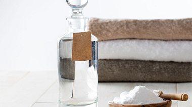 So leicht können Sie Weichspüler selber machen - Foto: studiograndouest / iStock