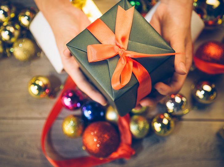 Weihnachtsgeschenke für die Eltern: Ideen für Mama und Papa