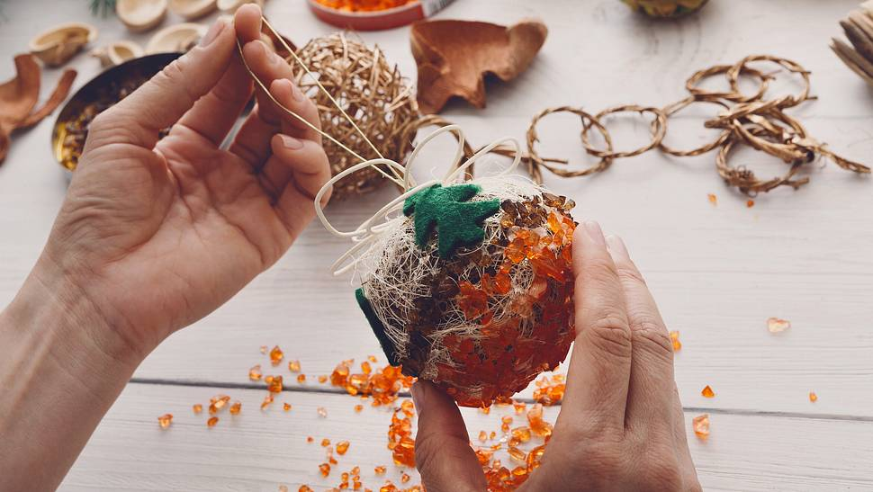 Weihnachtskugeln basteln: 5 Christbaumschmuck-Ideen