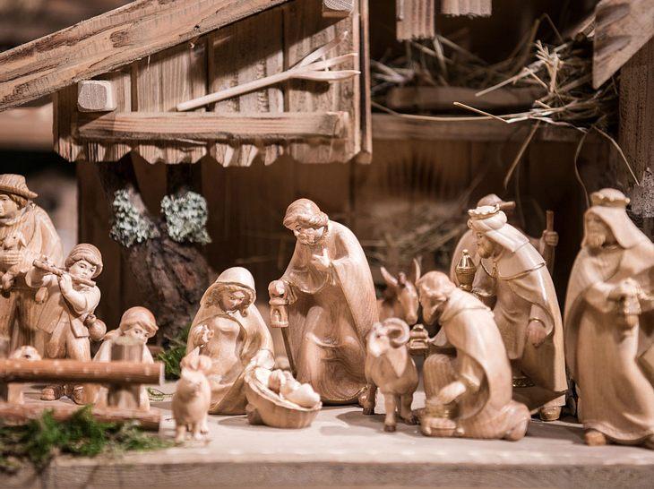 Christbaumschmuck und Krippen können kostbarer sein, als man oft denkt.
