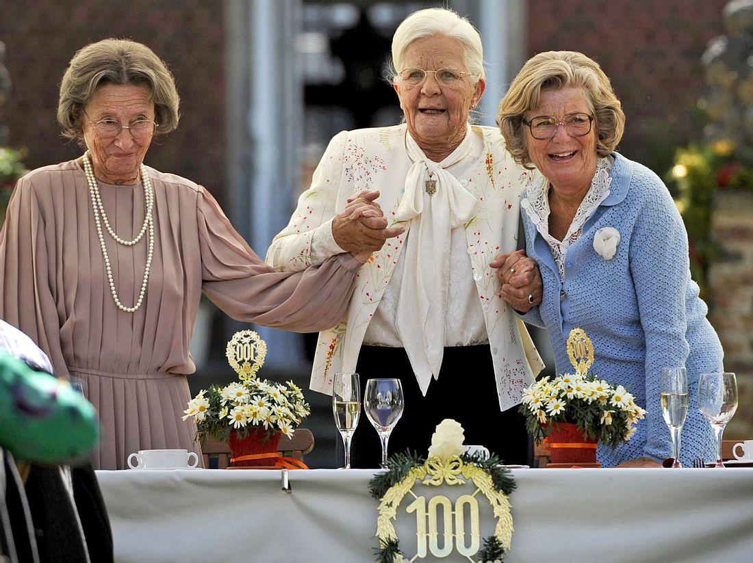 Wir sind doch Schwestern: Gertrud Roll, Hildegard Schmahl und Jutta Speidel in ihren Rollen Martha, Hiltrud und Betty.