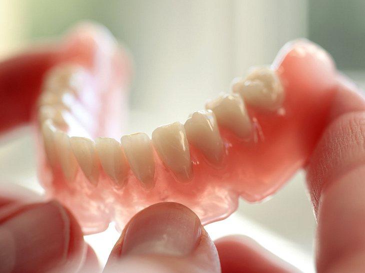 Was Sie über Zahnprothesen wissen sollten.