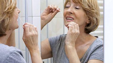 Zahnseide richtig anwenden