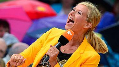 Beim ZDF-Fernsehgarten mit Andrea Kiewel muss man einfach einschalten. - Foto: Thomas Lohnes / Getty Images