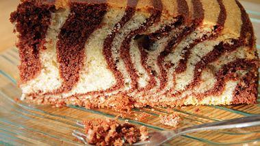 Ein Klassiker unter den Rührkuchen, der Zebrakuchen.  - Foto: freddiesfabdesign / iStock