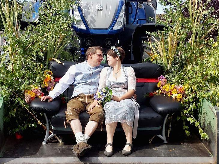 Der Ziegenwirt Roland hat seine Franzi geheiratet.