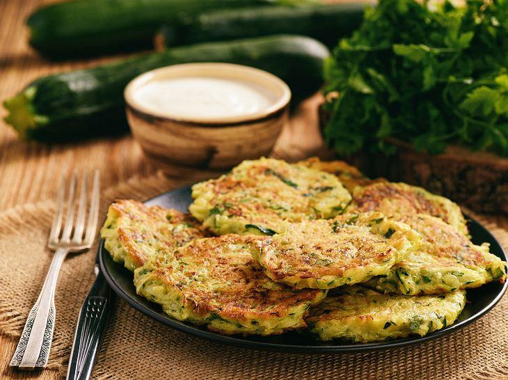 Rezept für Zucchinipuffer mit Feta