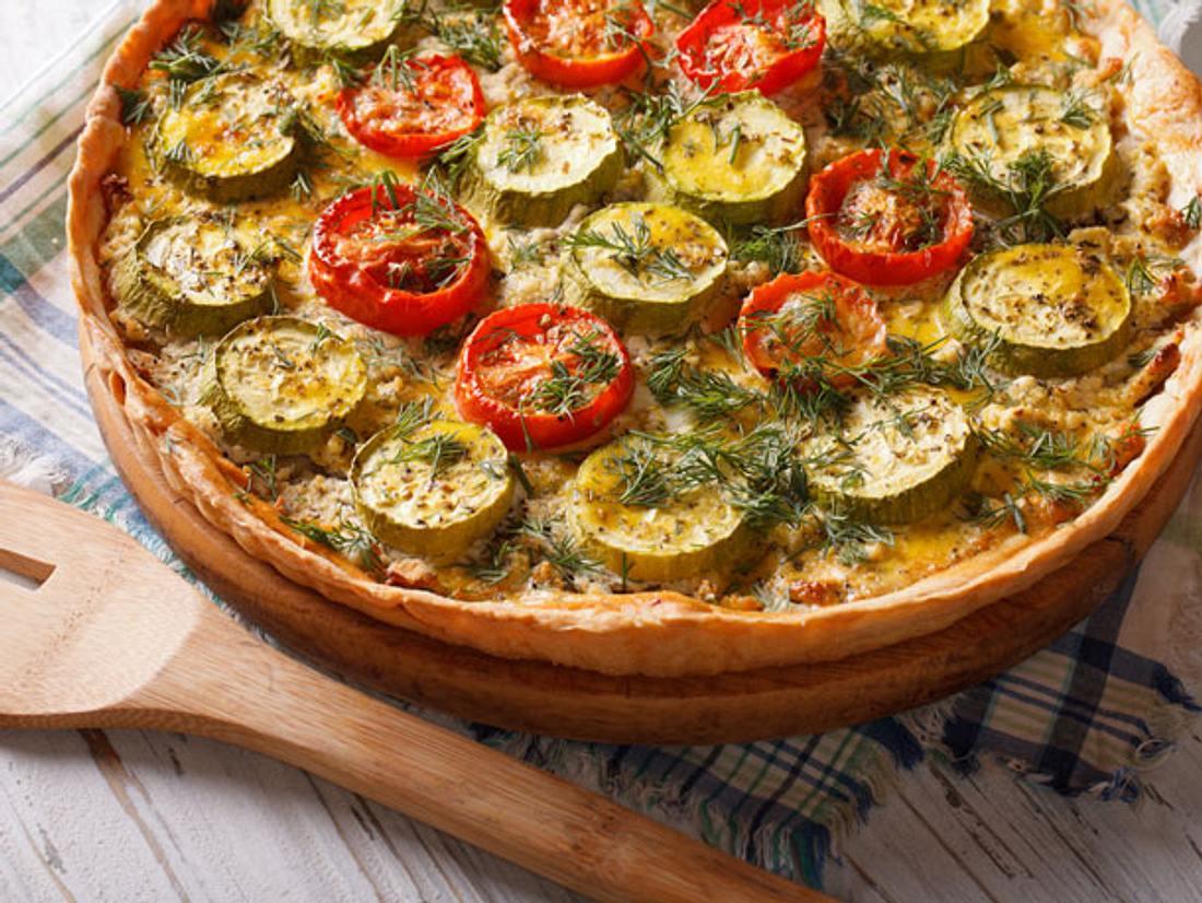 Quiche mit Zucchini und Kirschtomaten