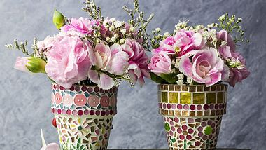 Blumenkübel kreativ dekorieren