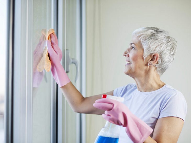 Um Fenster streifenfrei zu putzen, sollten Sie einige Tipps beachten.
